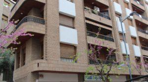 Piso situado en Alcañiz, muy luminoso y espacioso. a buen precio con armarios empotrados