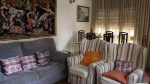 Piso situado en Alcañiz, muy luminoso y espacioso. en venta con armarios empotrados por 98.000€