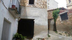 Foto de Casa y olivar en Fornoles en venta con bodega