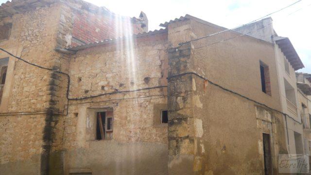 Casa y olivar en Fornoles