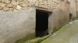 Casa y olivar en Fornoles en oferta con buenas vistas
