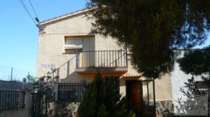 Vendemos Chalet en Maella con jardines por 92.000€