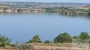 Detalle de Finca junto al gran embalse en Caspe con muy tranquilo
