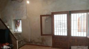 Casa tradicional en La Fresneda para vender con techos altos por 69.000€