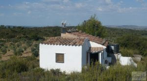 Masía en Fabara con huerto, jardín y gran terraza.