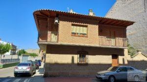 Gran casa rodeada de jardines en Caspe. en venta con garaje