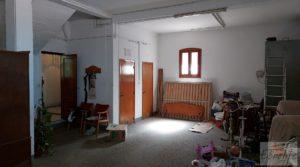 Gran casa rodeada de jardines en Caspe. en oferta con garaje por 290.000€