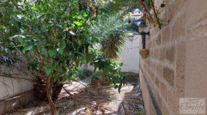 Gran casa rodeada de jardines en Caspe. a buen precio con jardines por 290.000€