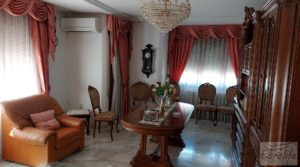 Foto de Gran casa rodeada de jardines en Caspe. en venta con jardines por 290.000€