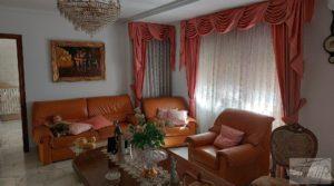 Foto de Gran casa rodeada de jardines en Caspe. en venta con garaje por 290.000€