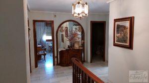 Foto de Gran casa rodeada de jardines en Caspe. con balcones por 290.000€