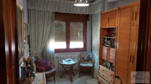 Se vende Gran casa rodeada de jardines en Caspe. con balcones por 290.000€