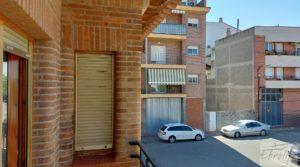 Gran casa rodeada de jardines en Caspe. a buen precio con garaje por 290.000€