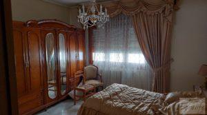 Gran casa rodeada de jardines en Caspe. en venta con jardines