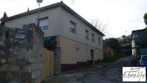 Casa en Caspe con piscina excelente para vivir.
