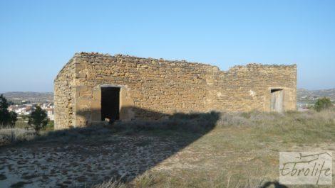 Masía de piedra en Maella para reformar.